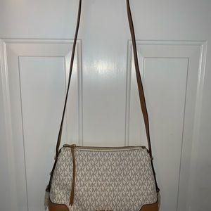 Authentic new Michael kors purse.